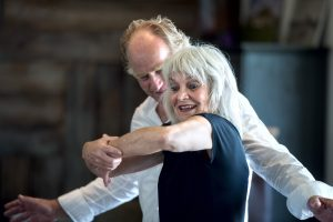 Nederland, Rottevalle, 12-09-2016 Repetitie van de toneelvoorstelling van Foar dy nei dy met Froukje Reitsema en Popke van der Zee in paviljoen de Leijen. KM 17